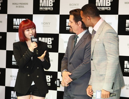 Fluent Conversation with Will Smith, Is She Really Wonder Girls' Sunye?