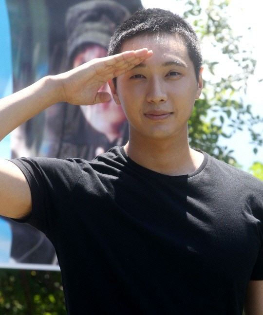 "Ji Hyun Woo to Enter Military Base, ""Yoo In Na will Wait for Me? Hahaha"""