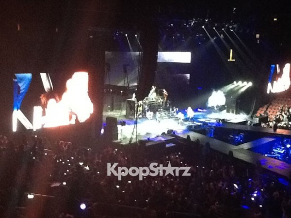 "2NE1 Kicks Off ""New Evolution"" New Jersey Concert with ""I'm The Best"""