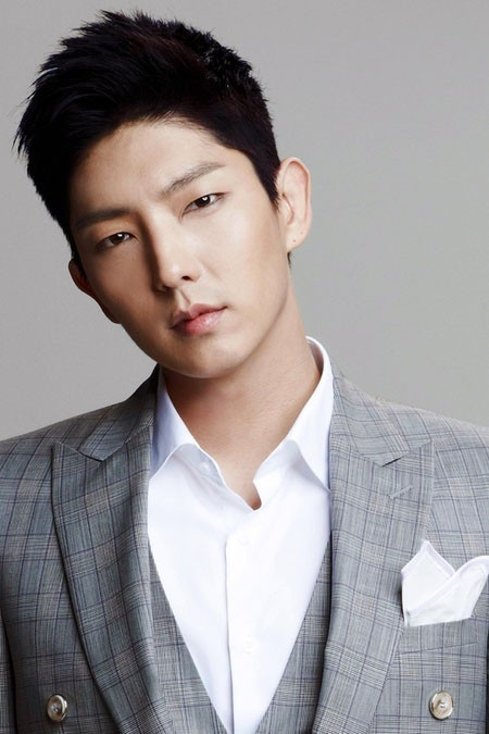 Actor Lee Jun Ki has 2 Million Followers on Weibo!