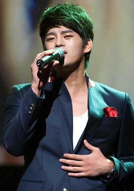"Seo In Guk, Unbalanced Face Complex ""My Face Changes Depending On the Camera Angle"""