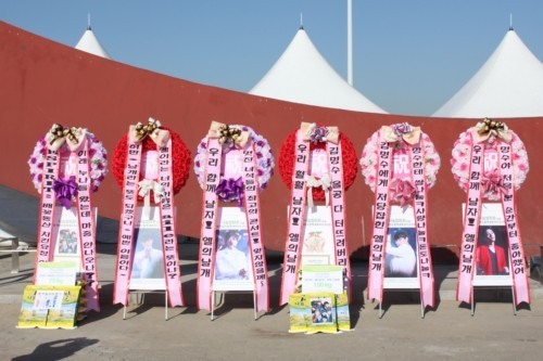 Infinite's Fan Club Gives Rice to Support Concert