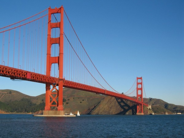 Couple Finds $11,000 in Cash Near Golden Gate Bridge