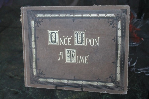 """Once Upon A Time"" season 3 spoilers have been teased by producers about Hook, Emma, and Rumpelstiltskin."