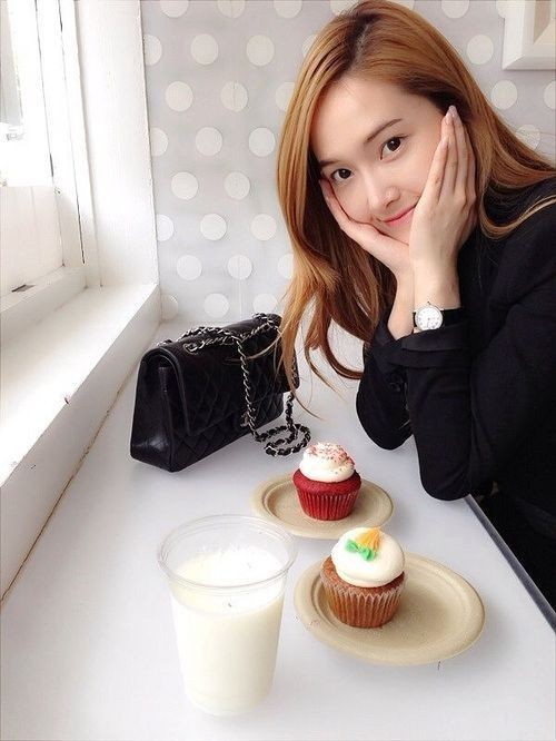 Girls' Generation Jessica Reveals Doll-Like Beauty with Cupcakes