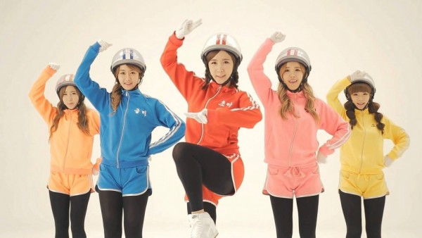 "Crayon Pop ""Bar Bar Bar"""