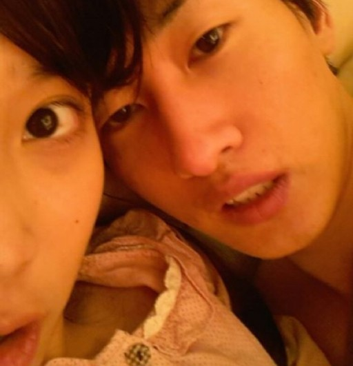 The Twit pic that wouldn't die: IU and Eunhyuk raise eyebrows on Twitter
