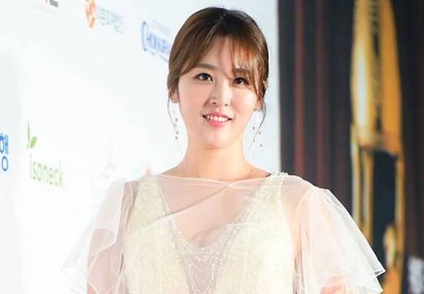 Shin Ah Young - 신아영 - Rakuten Viki